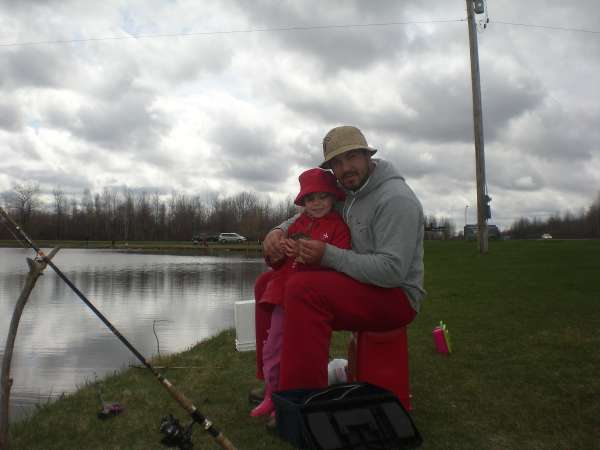 Beautiful picture ....Nothing like fishing with my daughter. fish